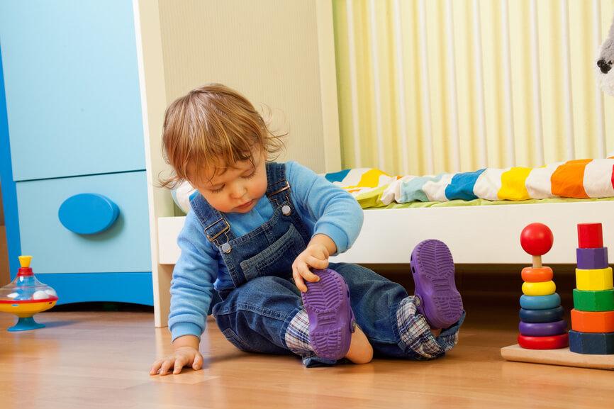 Как научить ребенка самостоятельно одеваться? | мама и малыш