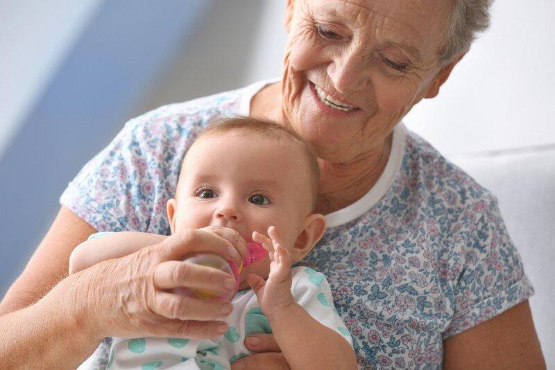 Всегда ли разумны бабушкины рекомендации по воспитанию: 5 советов, которые можно игнорировать