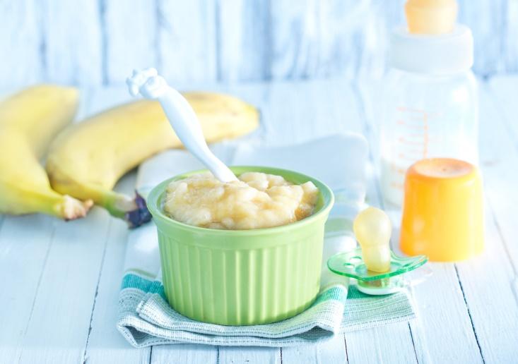 Первый прикорм: готовить или покупать – 9 фактов о питании из баночек и домашней еде