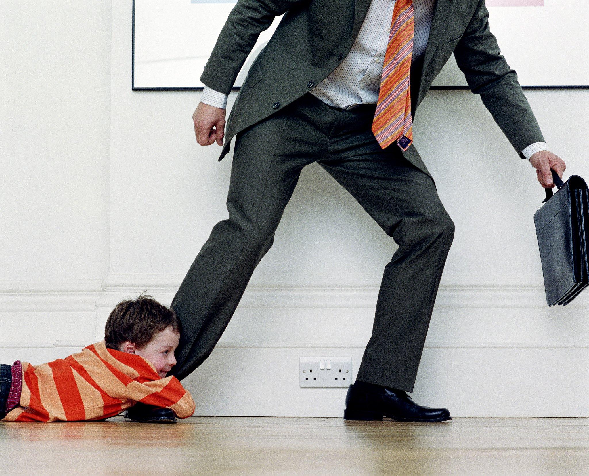 Добровольный отказ отца от ребенка: как составляется, какие основания