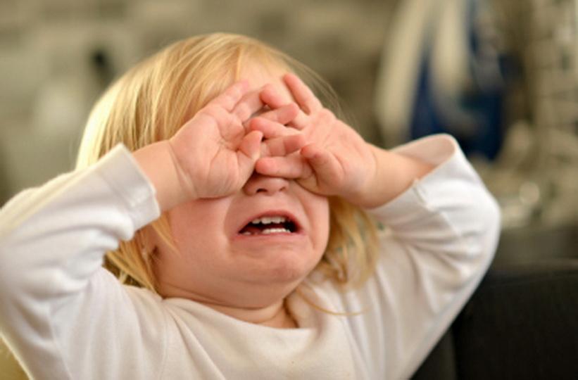 Как успокоить грудного ребенка, когда он плачет, если у него истерика