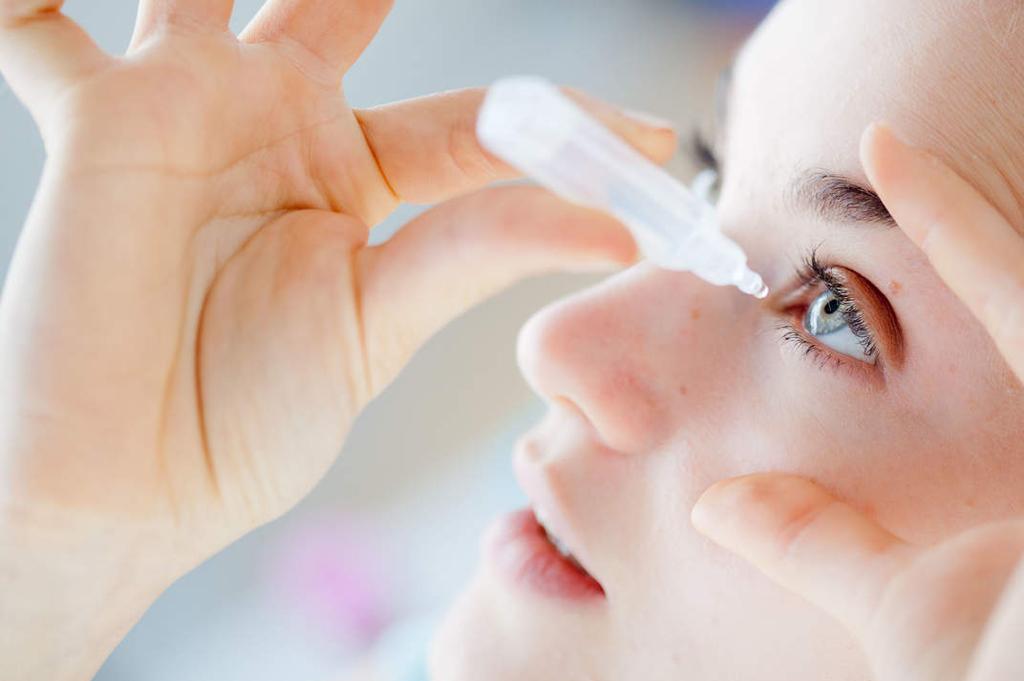 Подготовка к правильному закапыванию капель в глаза и пошаговый алгоритм действий