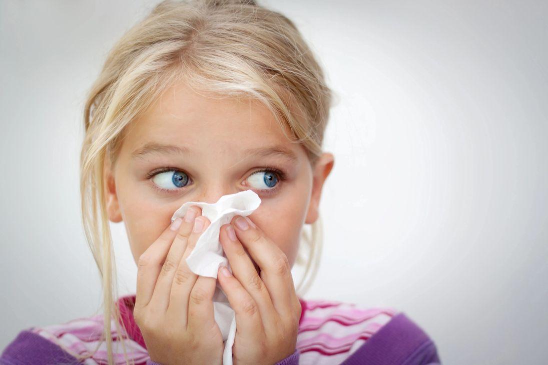 Аллергический ринит: причины, симптомы и лечение у детей насморка