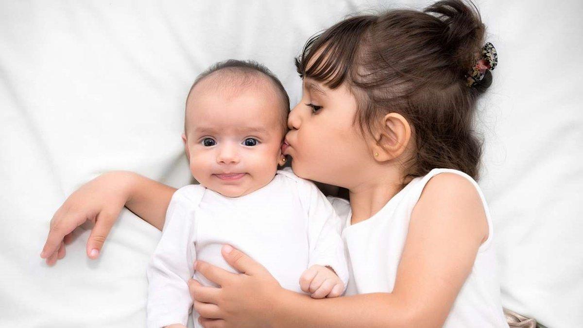 Воспитание детей погодок: все плюсы и минусы