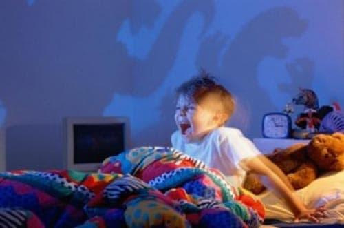 Ночные истерики у детей: причины, признаки, советы родителям