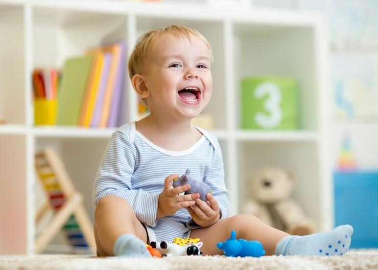 Оценка развития ребенка в 11 месяцев, или что должен уметь делать малыш