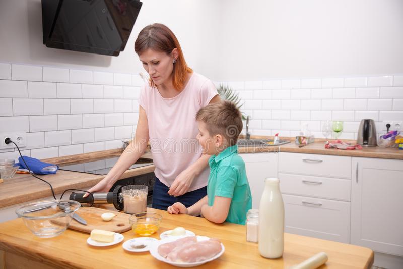 Игры на кухне с малышом пока мама готовит