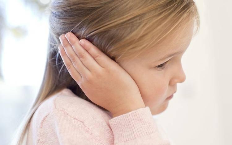 Болит ухо у ребенка: что срочно можно сделать в домашних условиях