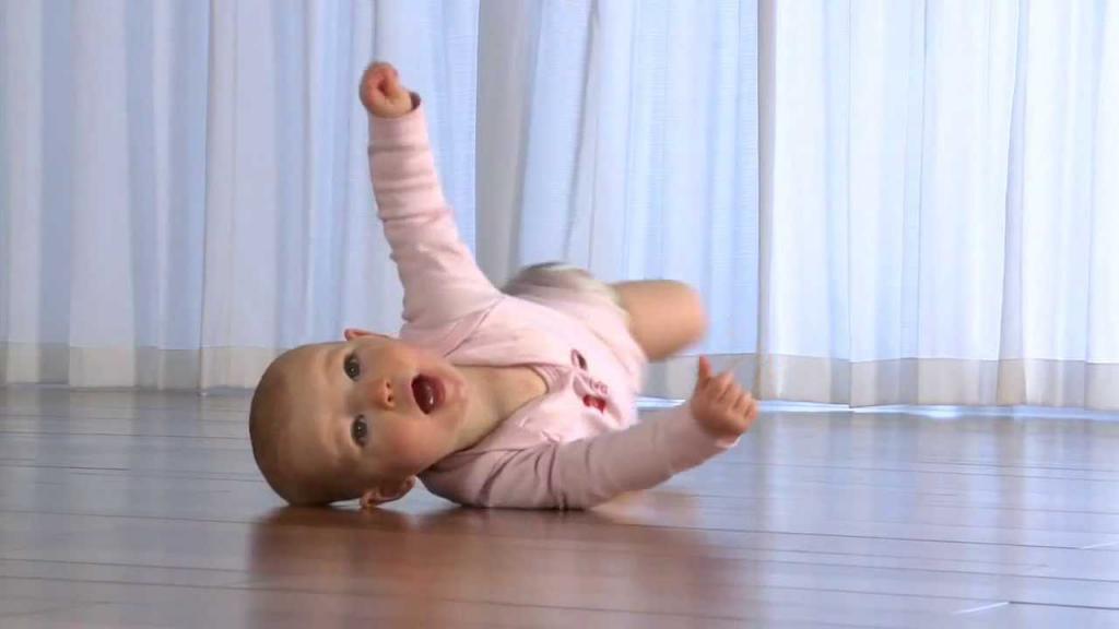 Упражнения чтобы ребенок начал переворачиваться с живота на спину