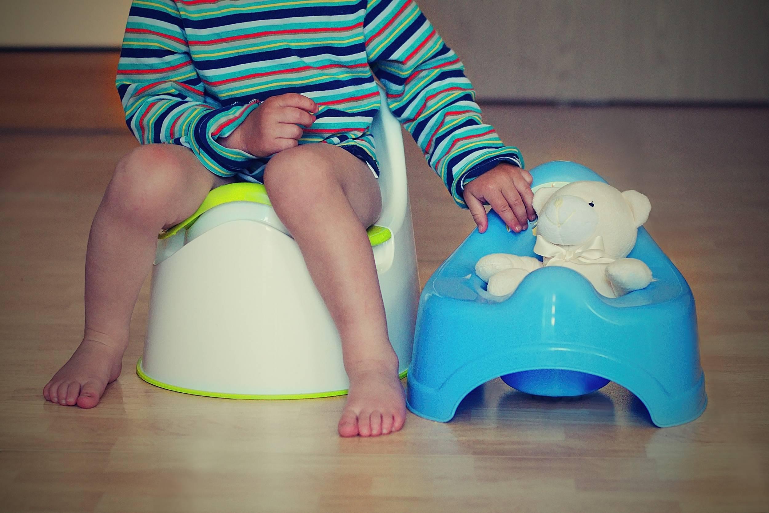 Как научить ребенка вытирать попу: в каком возрасте начинать, необходимые условия, советы педиатров
