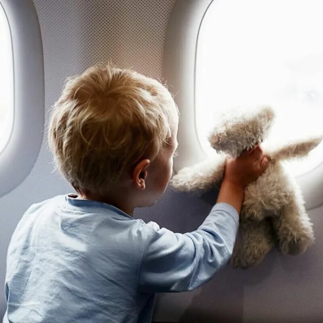 15 идей, как легко занять трёхлетку в самолёте не планшетом!