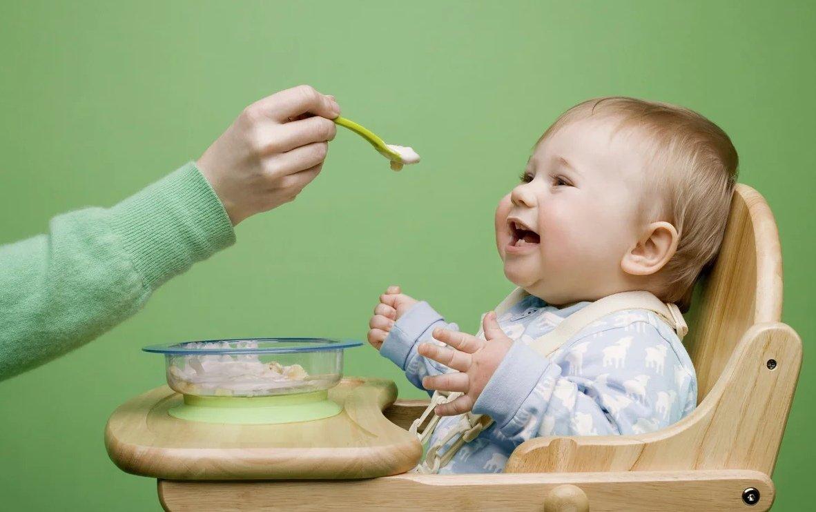 Ребенок не хочет есть. как накормить ребенка после года? сколько раз в день кормить ребенка после года