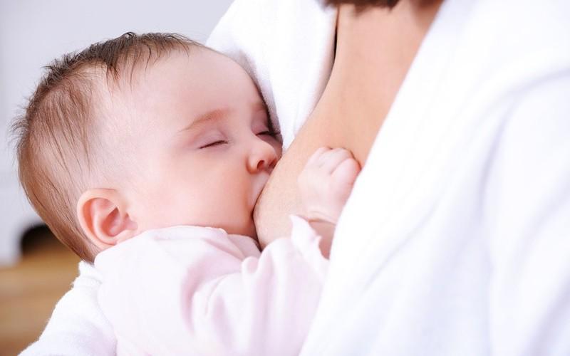 Грудное вскармливание: режим кормлений и возможные осложнения. как наладить кормление грудью ребенка