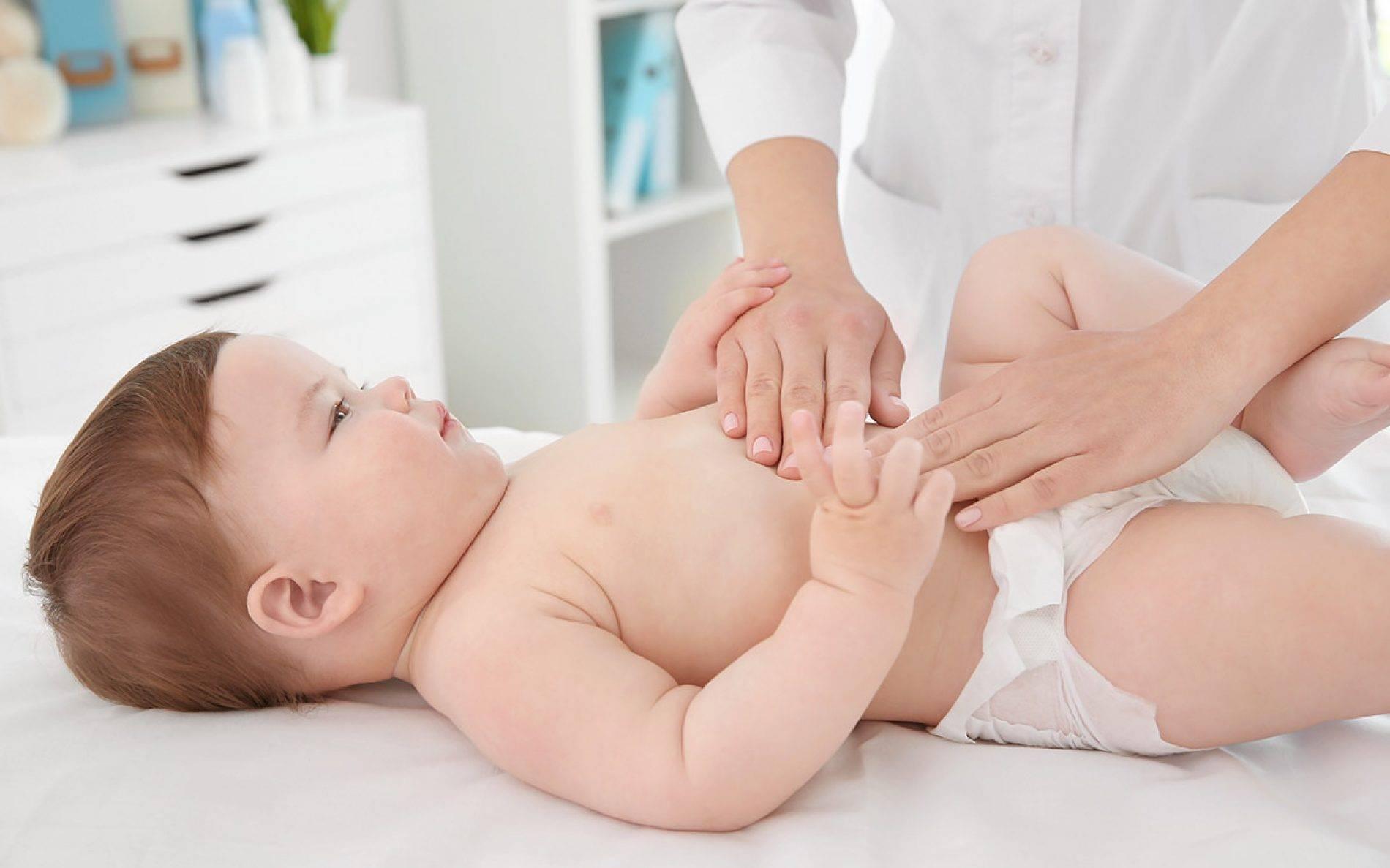 Чем поможет комаровский: колики у новорожденных