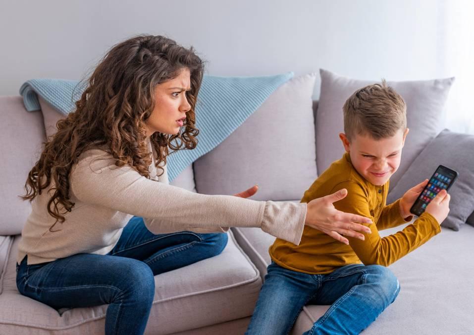 Отказ от ребенка: причины, процедура, последствия