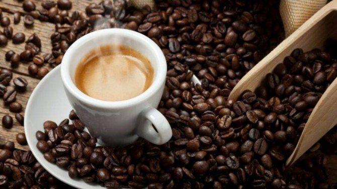 Кофе при грудном вскармливании: можно ли его пить кормящим мамам