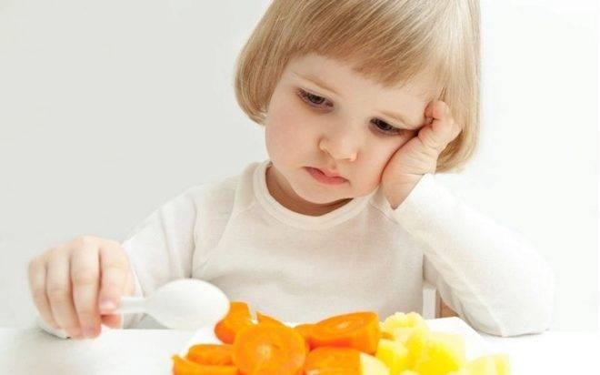 Как научить ребёнка жевать твердую пищу и почему он не жует