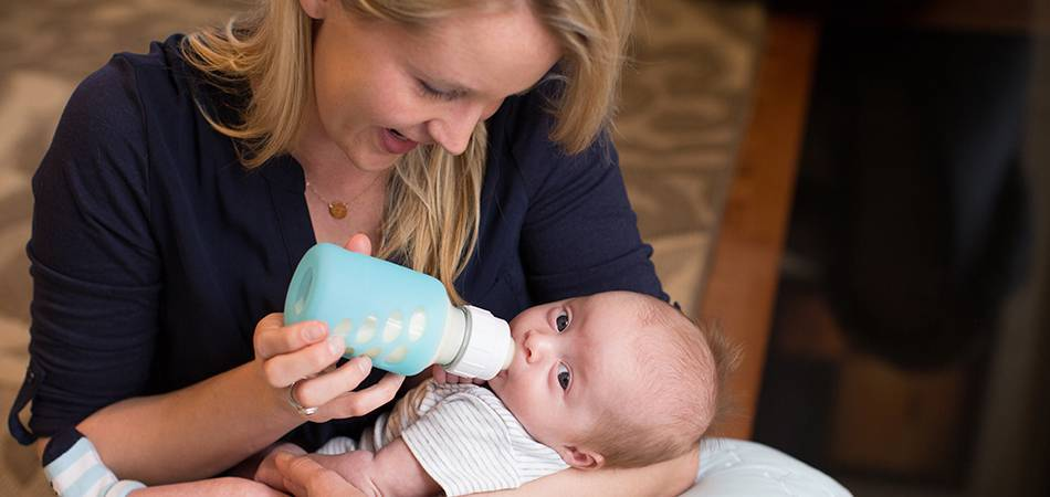 Как правильно кормить новорожденного: в подробностях. основы: как правильно кормить ребенка грудью и из бутылочки