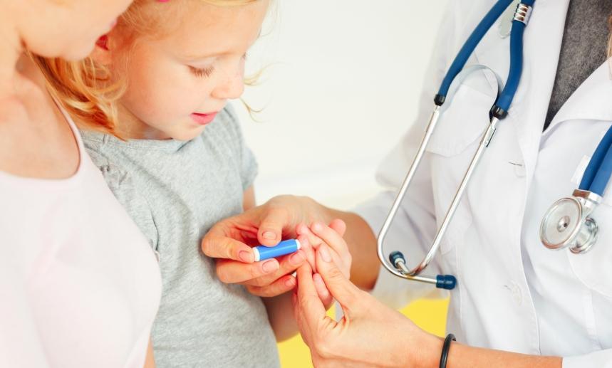 Забор крови у новорожденных детей: методы, алгоритм