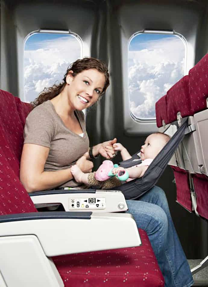 Перелет с грудным ребенком: правила в самолете с младенцем в 1 год