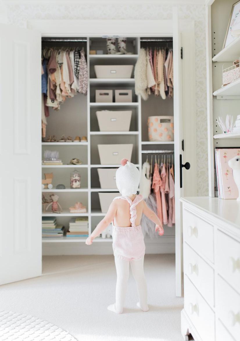 Как навести порядок в шкафу: раскладываем вещи по порядку
