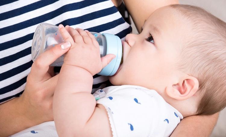 Маме нужно отдохнуть: как отучить ребенка от ночного кормления грудью и смесью?
