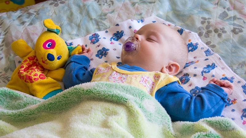 Новорожденный ребенок мало спит - всё о грудничках