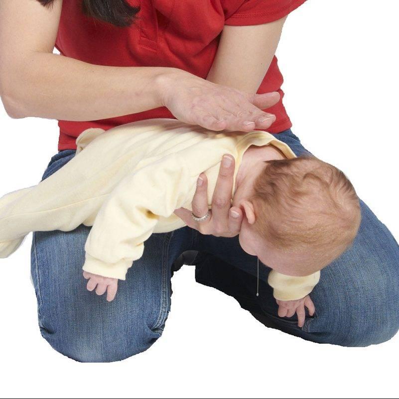 Что делать если ребенок подавился и задыхается: грудничок и старше