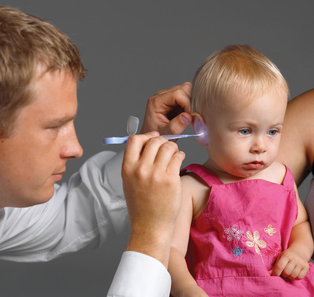 Ночью заболело ухо у ребенка что делать