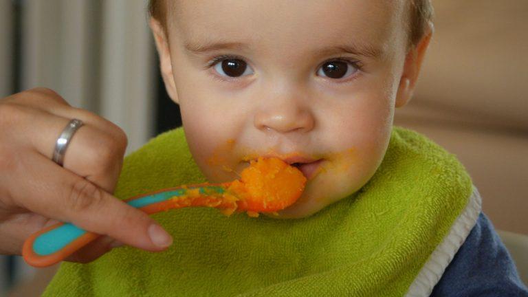 Ребёнок не хочет жевать твёрдую пищу. как решить проблему?