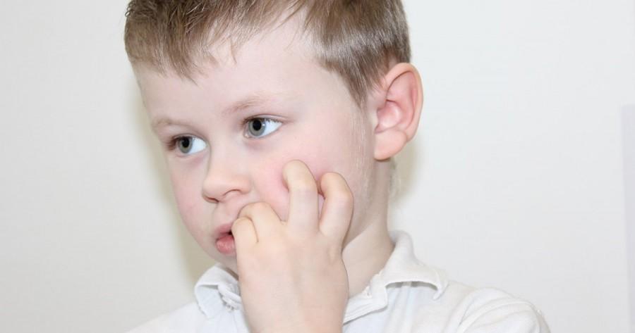 Как отучить ребенка грызть ногти — выясняем причины привычки и избавляемся от нее