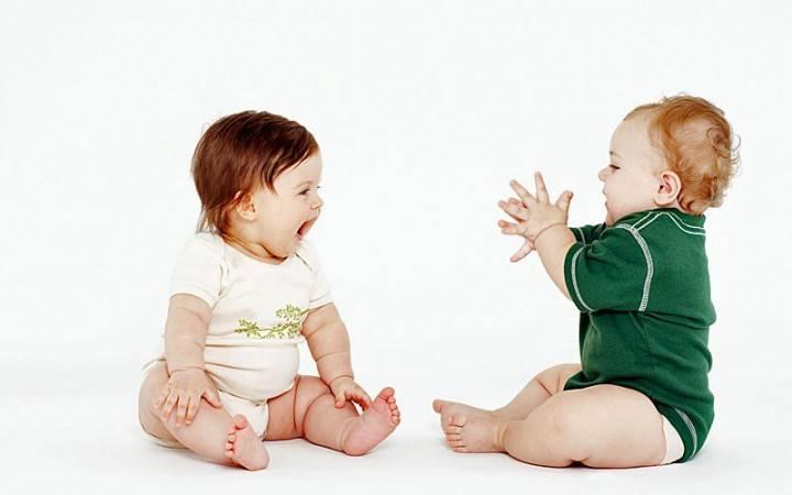 Когда ребенок начинает сидеть мальчики самостоятельно - всё о грудничках