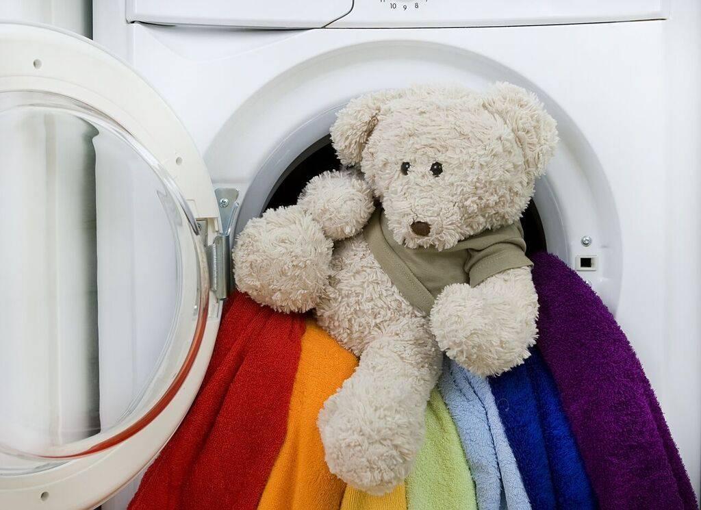 Как стирать мягкие игрушки: при какой температуре, вручную и в стиральной машине