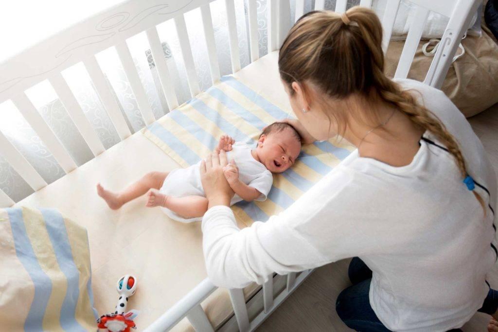 Как уложить грудничка спать без укачивания?
