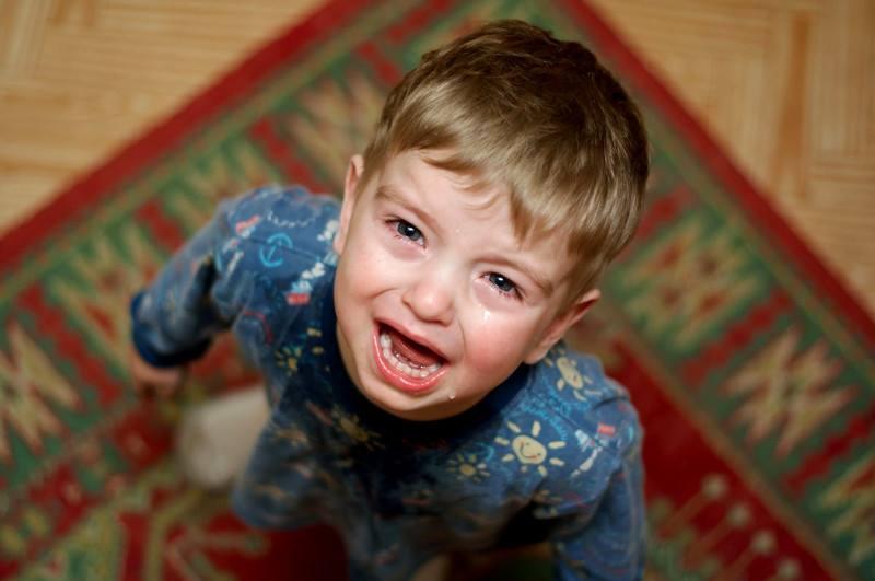 Как справиться с детской истерикой: 5 главных правил