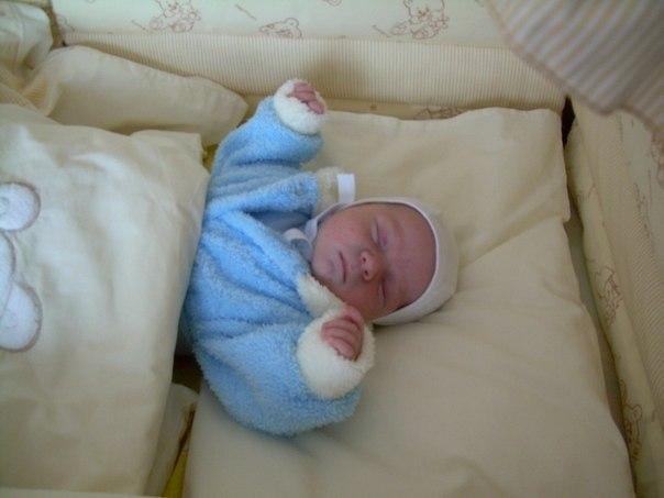 Сон ребенка в 2 месяца: как уложить младенца спать