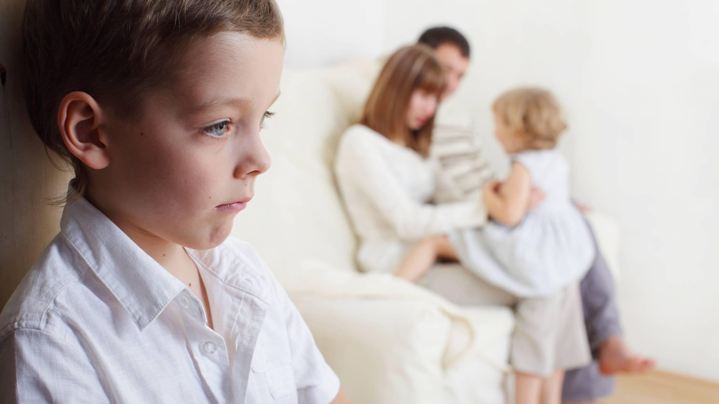 Ревность к младшему ребенку: основные заблуждения родителей | без рубрики |