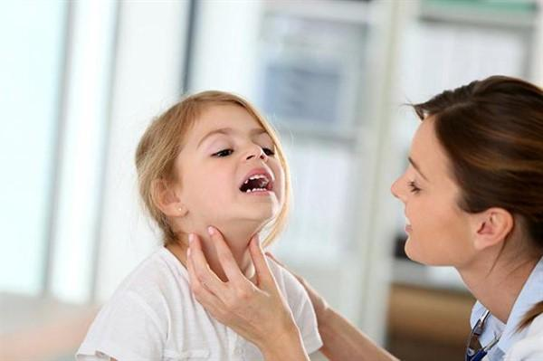 Правильно лечим ларингит у грудничка и детей до 3-х лет: лекарства и советы по первой помощи в домашних условиях