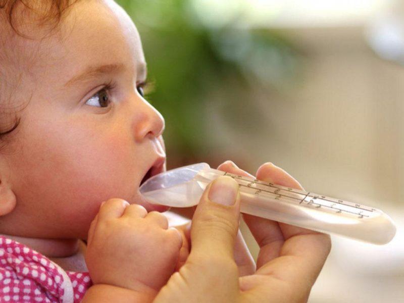 Как новорожденному дать таблетку или другое лекарство безопасно | lisa.ru