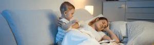 Ребенок просыпается с истерикой: что делать маме?
