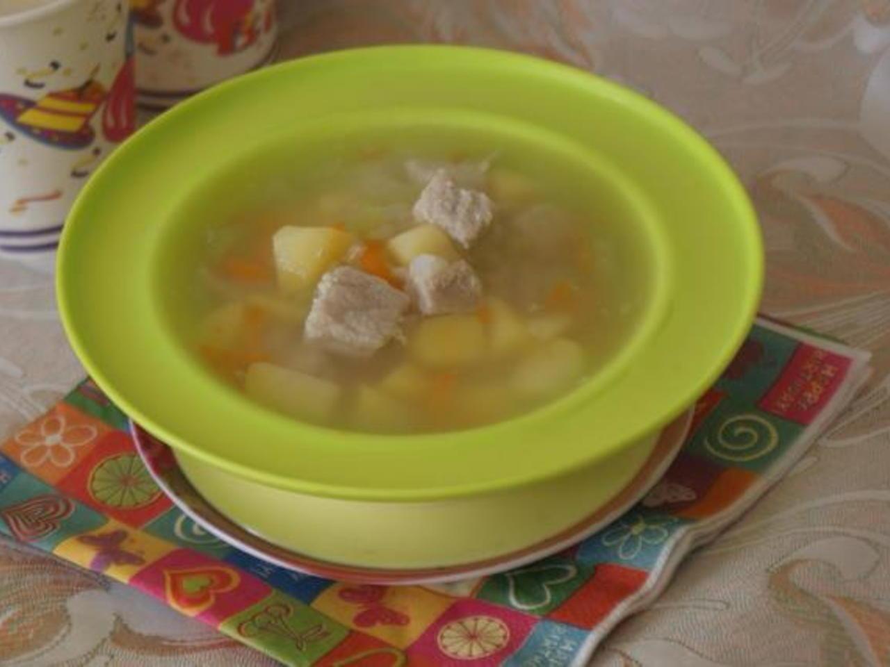 Со скольки месяцев можно давать суп ребенку