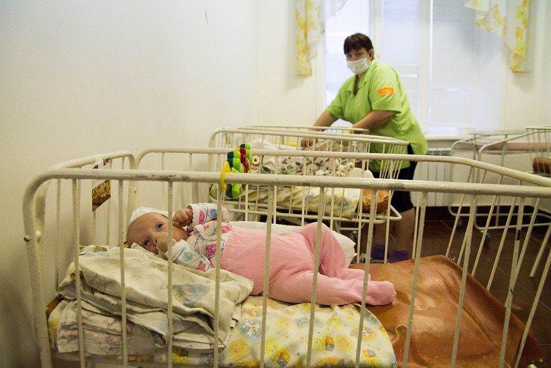 «очень надеемся, что нас услышат»: усыновители просят дать им возможность забирать детей из приютов во время пандемии