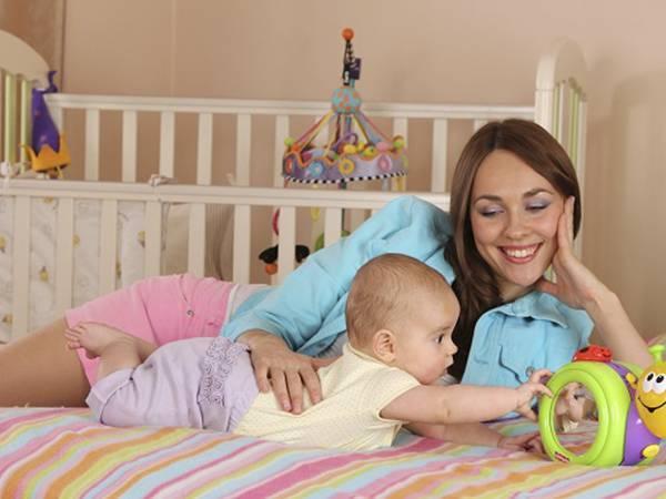 Развитие 1-месячного ребенка в домашних условиях: чем заниматься, как играть