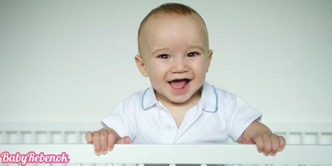Как развивать ребенка в 8 месяцев: что уже умеет и чему учить