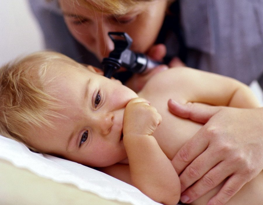 Отит у ребенка до года: симптомы и лечение у новорожденных и годовалых детей