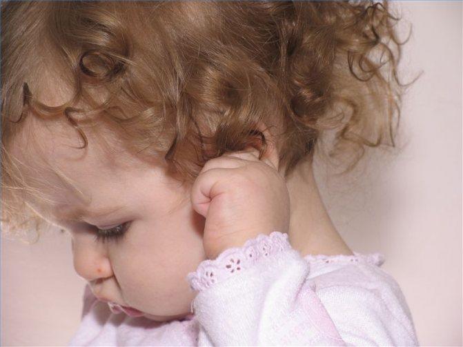 Почему ребенок трет глаза. грудной ребенок постоянно чешет уши и голову, трет затылок – почему это происходит? опасные симптомы, которые должны насторожить