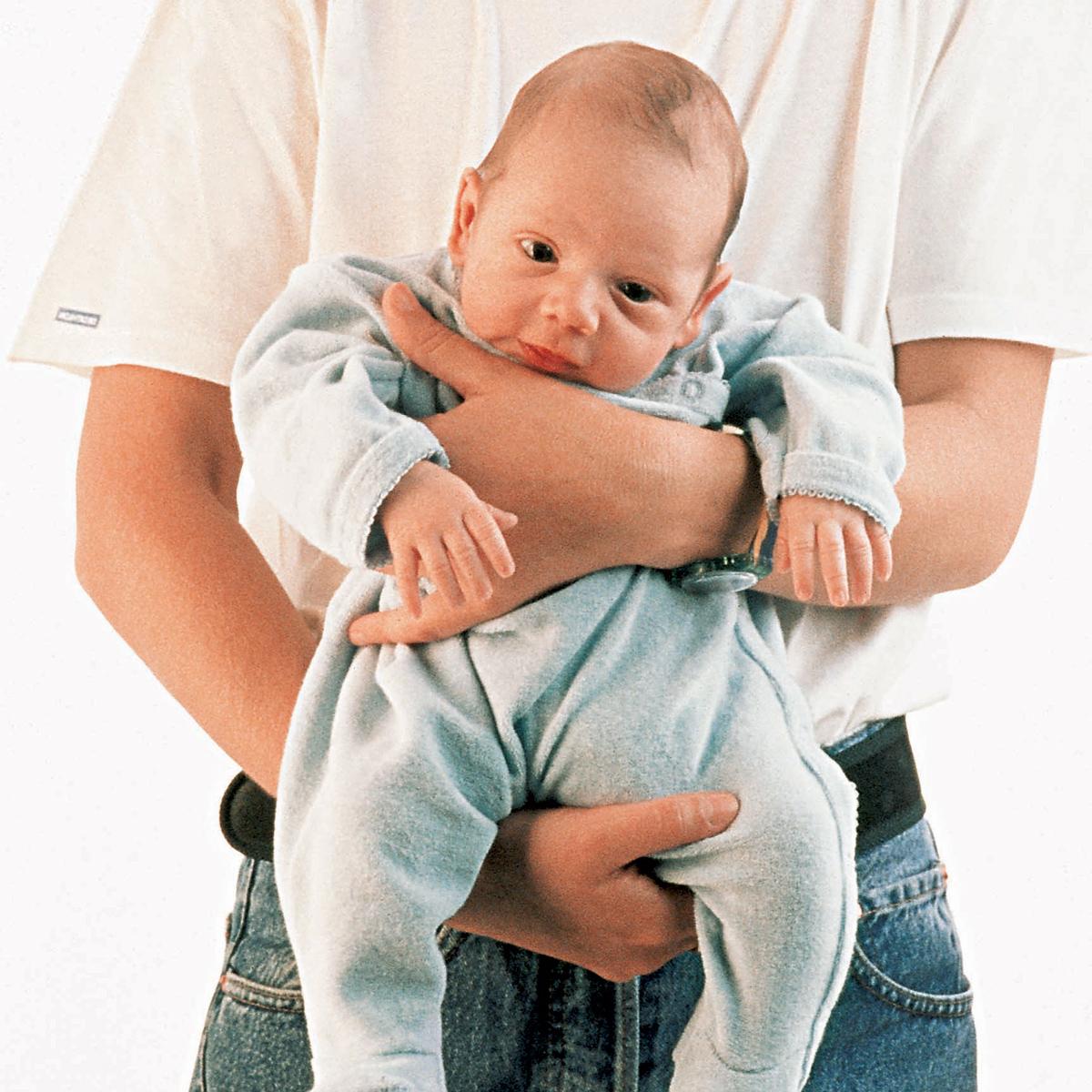 Зачем держать новорождённого столбиком после кормления