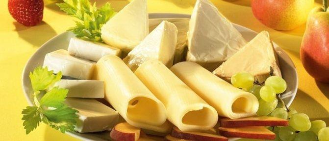 Сыр при грудном вскармливании, в том числе адыгейский, плавленый, брынза: можно ли кормящим мамам в первый и последующие месяцы, особенности