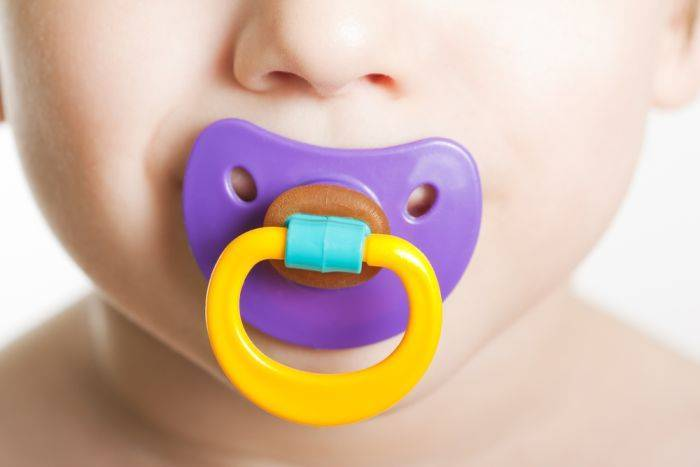 Как приучить ребенка к сосанию пустышки: полезные советы