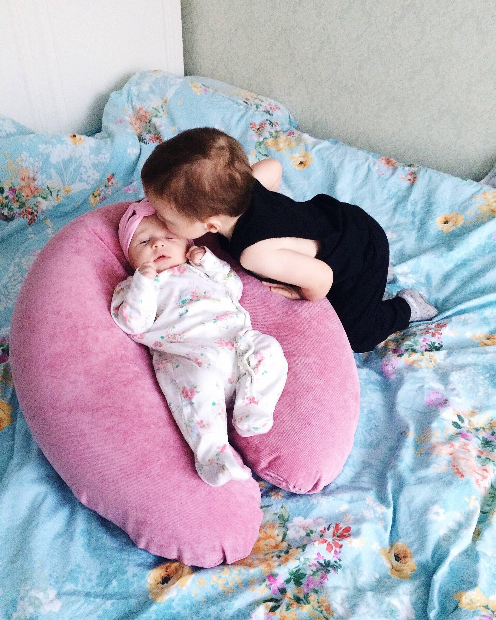 Когда ребёнку можно спать на подушке: практические советы специалистов по использованию